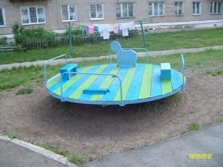 Краснознаменная, 1 Детская площадка